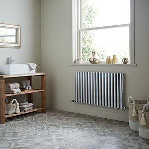 Dorney Single Horizontal Chrome Radiator 600mm x 592mm