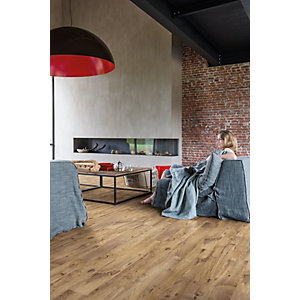 Quick Step Luxury Vinyl Tile Wood Effect Vintage Chestnut Natural Flooring 1251 x 187 x 4.5mm Pack Size 2.105m2